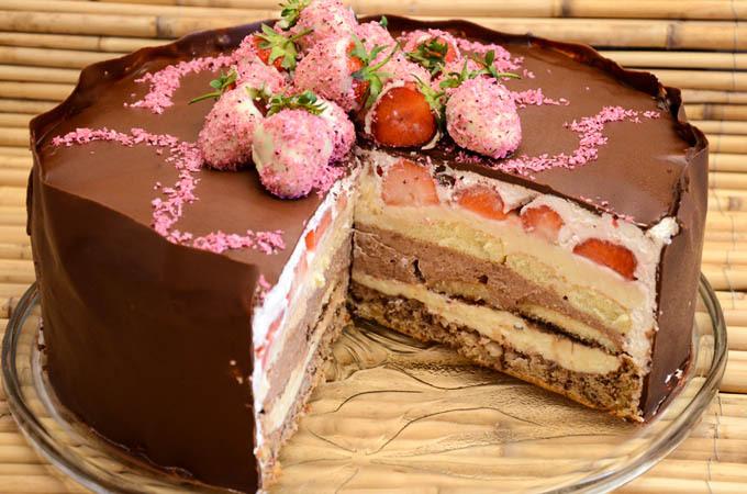 Barbarina torta sa keksom i jagodama