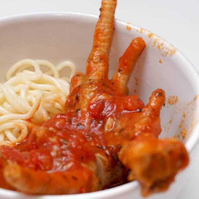 Kuvane pileće nogice u paradajz sosu
