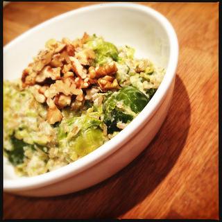 [Vegetarisch Recept] Spruitjes met Geitenkaas, Volkorenrijst en Walnoten
