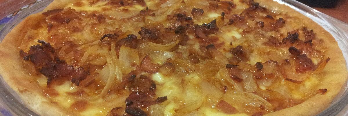 Pizza Rodeo: Tocino, Cebolla, Queso y Salsa BBQ