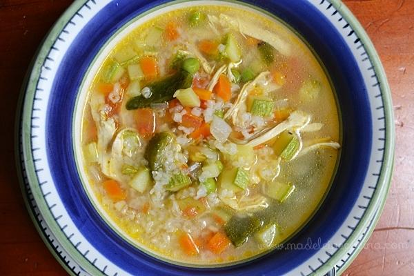 Sopa de verduras con pollo y arroz