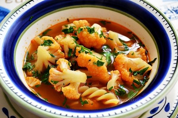 Sopa de coliflor estilo húngaro