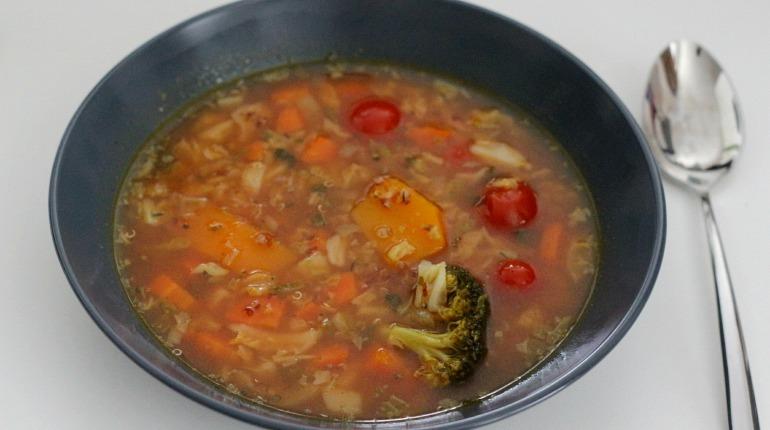Recept» Zeleninová polévka s cizrnou a quinoou