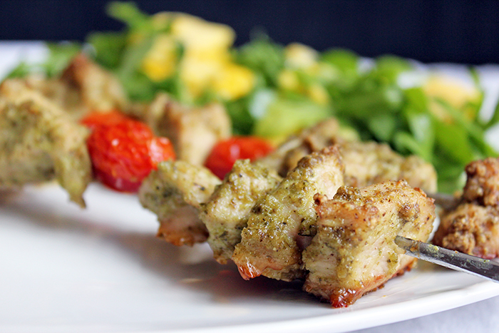 Brochetas de pollo con pesto