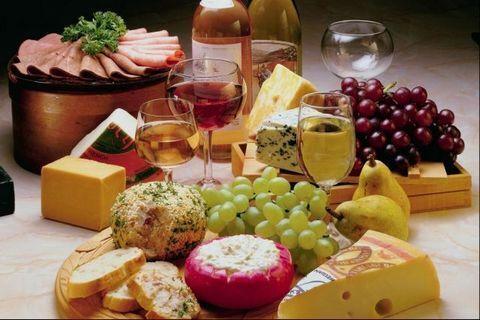 pasta de queijo brie com geleia de damasco