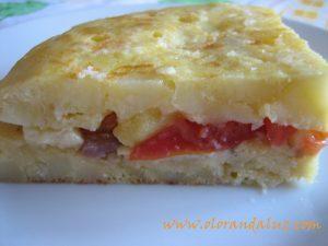 Tortilla rellena de jamon, tomate y queso azul