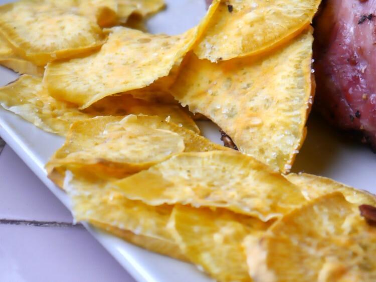 Chips de batata al microondas: crocantes y sin aceite.