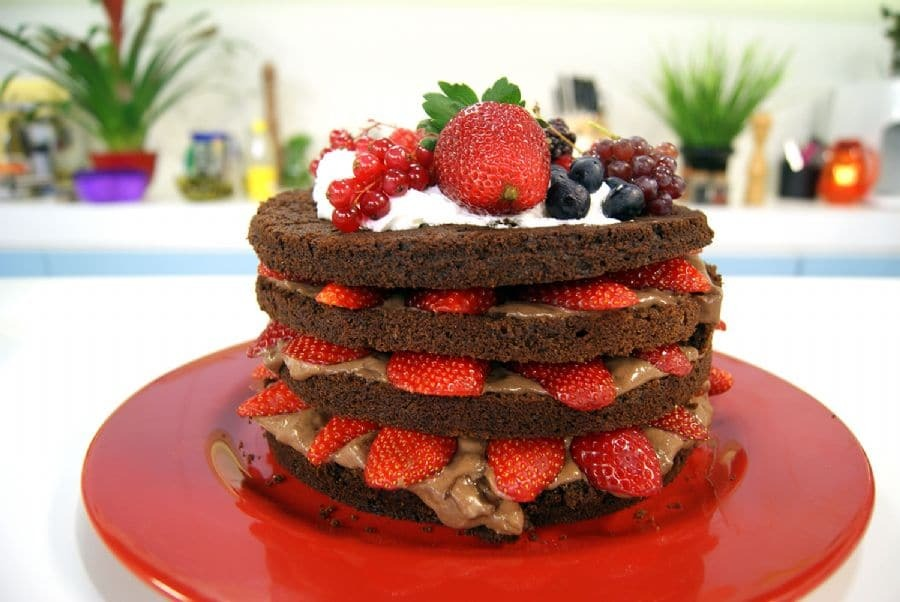 Bolo Strogonoff de Chocolate com Morangos