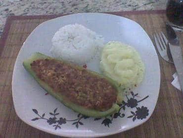 Canoa de Abobrinha Recheada com Carne Moída