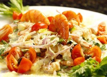 salada de camarão com molho de iogurte