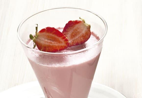 iogurte caseiro com gelatina de morango