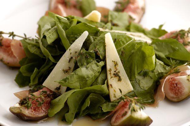 Salada de Figo e Rúcula sobre Fatias de Presunto Parma