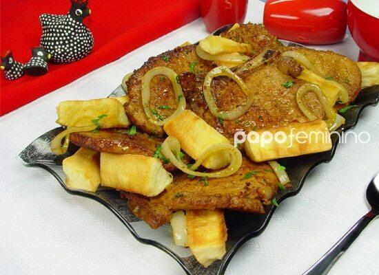 Bisteca de Porco com Mandioca