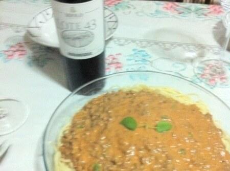 Espaguete ao Molho de Carne Moída com Requeijão