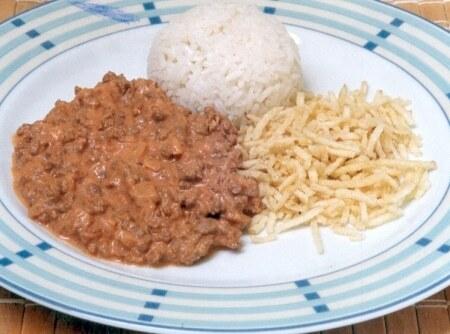 Strogonoff de Carne Moída
