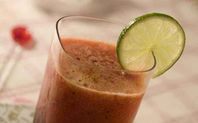 Suco Diet de Ameixa com Chá-Verde e Manga