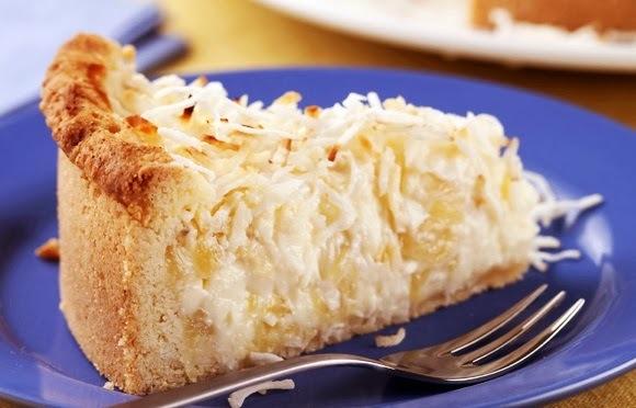 Torta Cremosa de Coco com Abacaxi