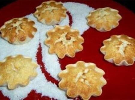 tortinha de massa de pastel com leite condensado e coco