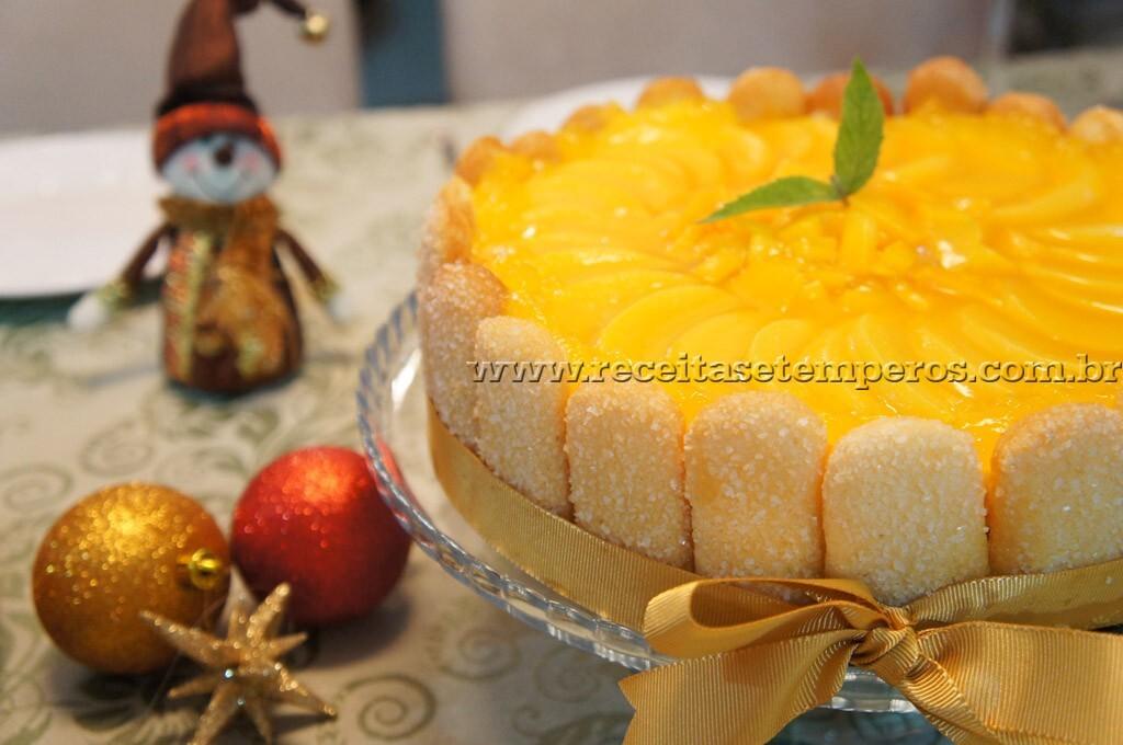 Charlotte de Frutas Amarelas