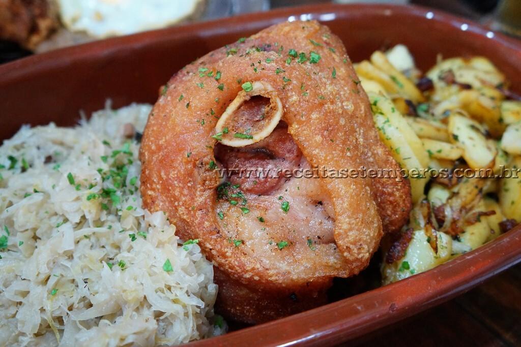 Passeio pelo Embu das Artes e almoço alemão delicioso!