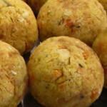de bolinho de milho verde frito tradicional