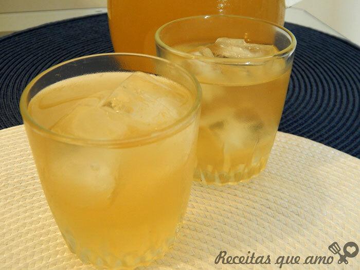 Chá gelado de abacaxi com hortelã