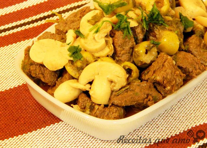 Carne de panela com champignon