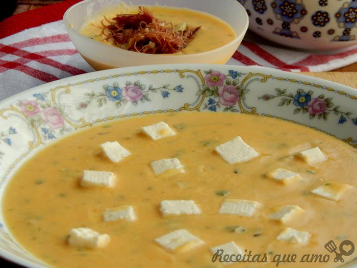 Creme de abóbora com queijo branco