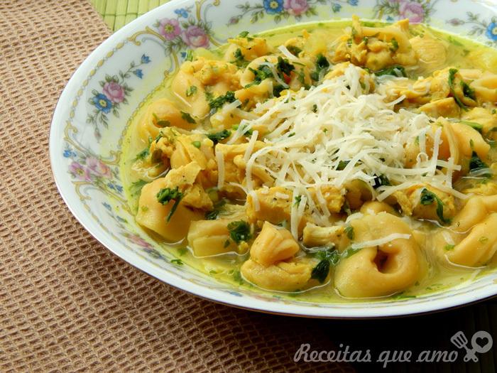 Sopa de capeletti com frango – Capeletti in Brodo