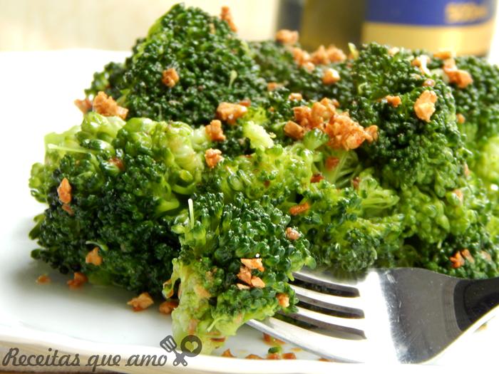 Brócolis refogado com alho