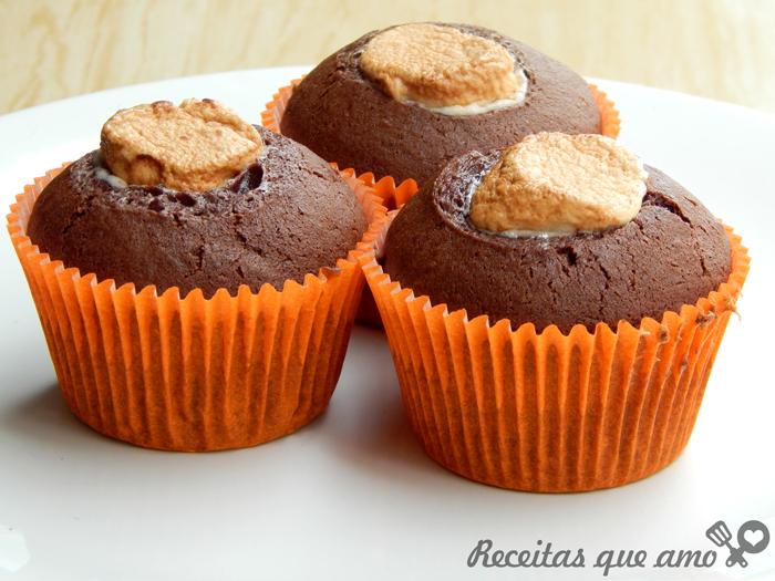 Cupcake de chocolate com marshmallow