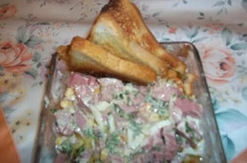 Vegyes majonézes saláta bruschettával