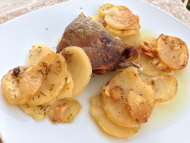 Confit de pato con patatas