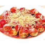ñoquis rellenos con salsa de tomates asados