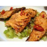 Salmón frito con puerros
