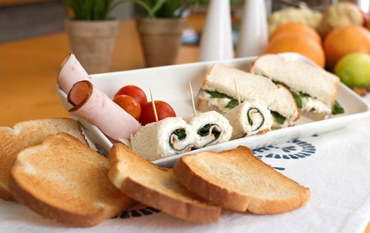 Mini Sandwiches de Pan de Miga con Jamón Acaramelado de Pavo Sopraval