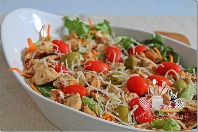 Salada de frango com sal de ervas