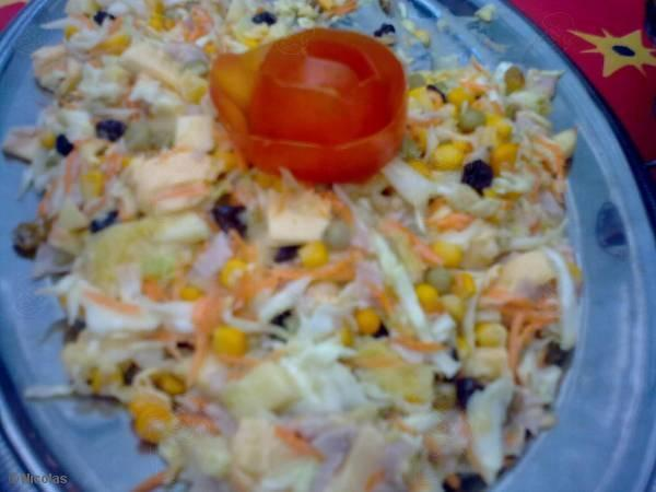 salada tropical com abacaxi repolho uva e creme de leite