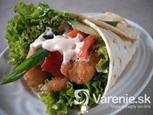 tortilla plnena kuracím mäsom a zeleninou