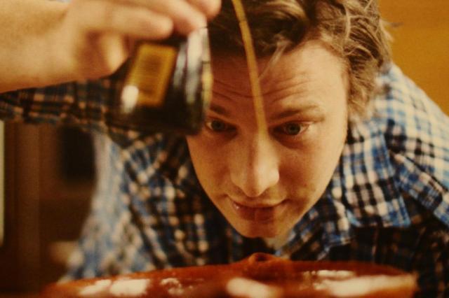 Jamie Oliver ensina duas receitas econômicas