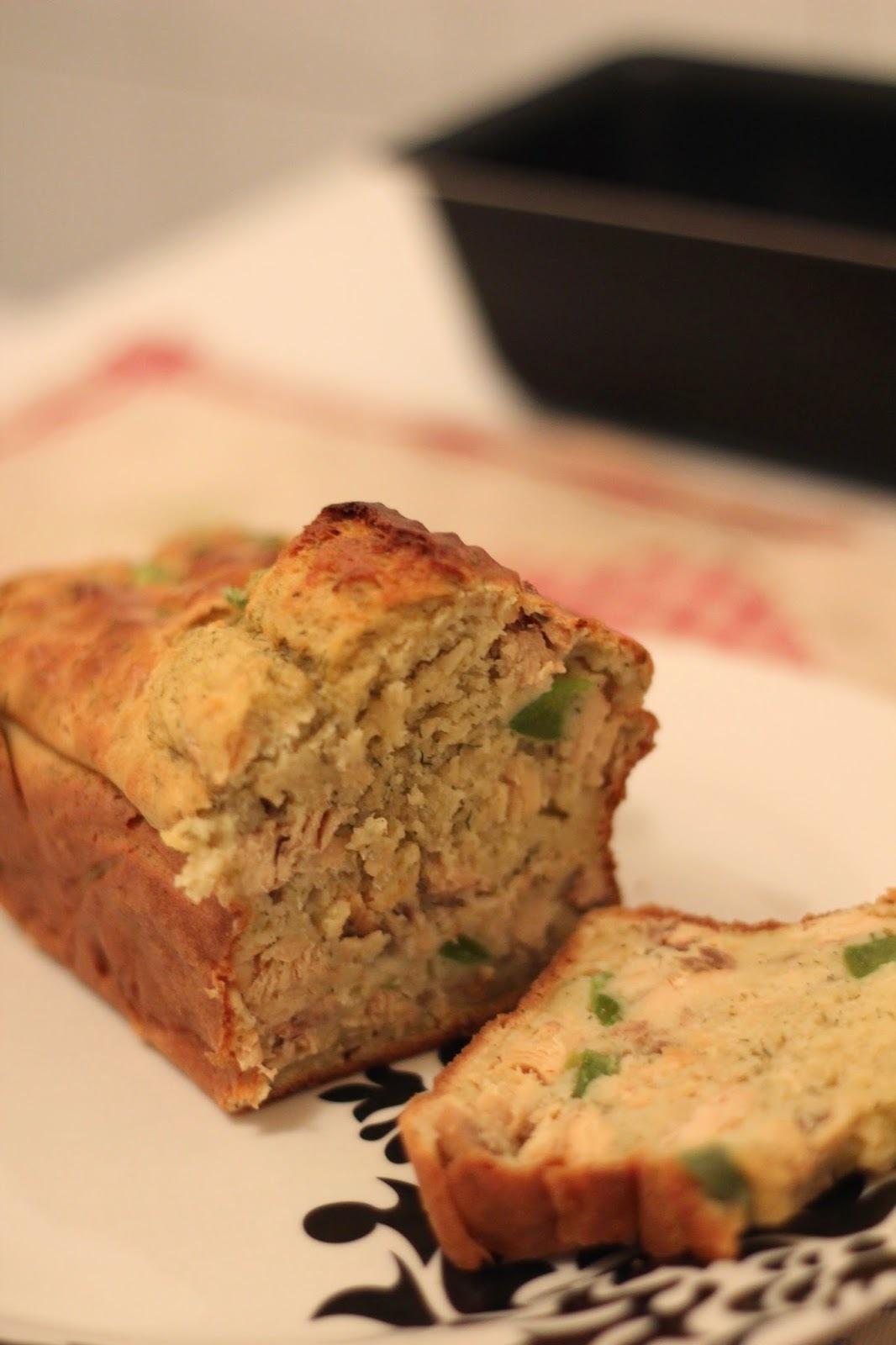 Cake salé minceur aux morceaux de saumon et poivron vert