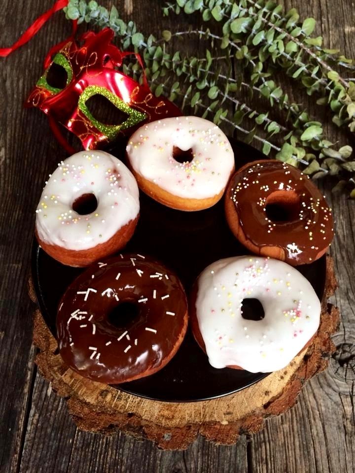 Krafne s glazurom od čokolade i šećera