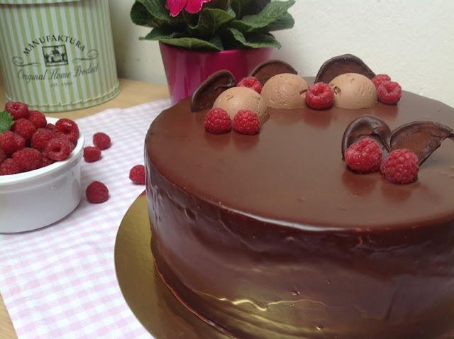 Bezlepkový dort s mascarpone a malinovým pyré