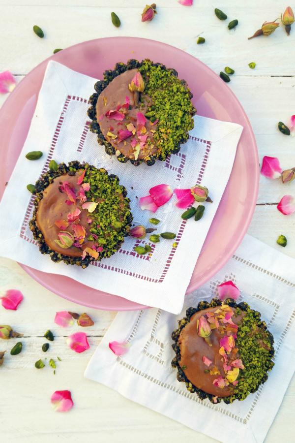 tartaletas de chocolate, pistachos y rosas #IloveCHOCOLATE