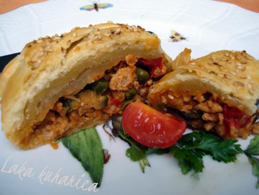 Puretina u lisnatoj pletenici :: Ground turkey in a puff pastry braid