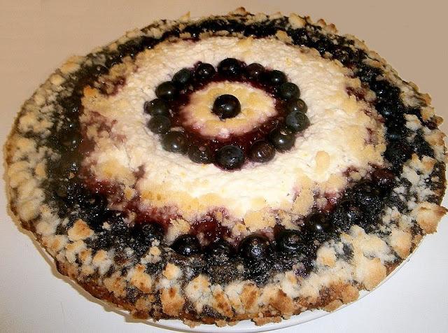 Kysnutý koláč s tvarohom, makom a čučoriedkami