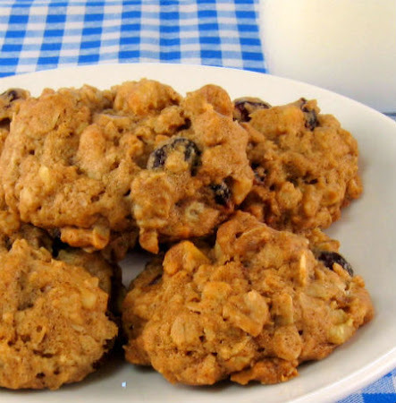 Oatmeal Cookies with Apricots and Toasted  Almonds
