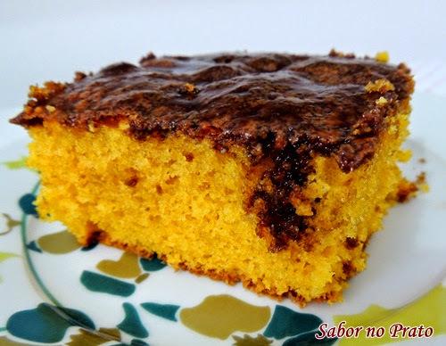 de bolo de cenoura com cobertura durinha de açucar o bolo