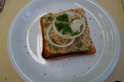 Lachs-Tatar auf Toast / Entlebucher-Röllchen / Beeren-Cheesecake - Hobbychochmenü 12.5.16