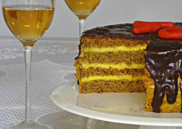 TORTA NARANČA: Puna fine arome, prelivena glazurom od tamne čokolade...